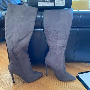 Grey heeled boot